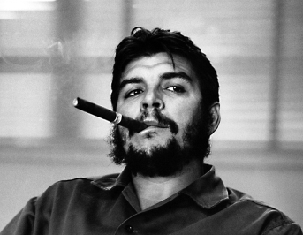 Che-Guevara-Smoking-A-Cuban-Cigar